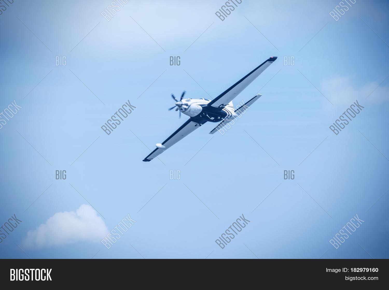 Single Piston Aircraft Image & Photo (Free Trial) | Bigstock