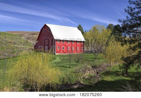 Barn in rural eastern Washington in the Palouse region.