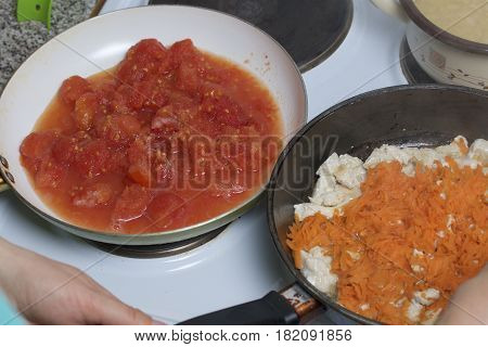 Preparation Of Tomato Soup. Fry Chicken And Carrots. The Tomato Is Fried Nearby.
