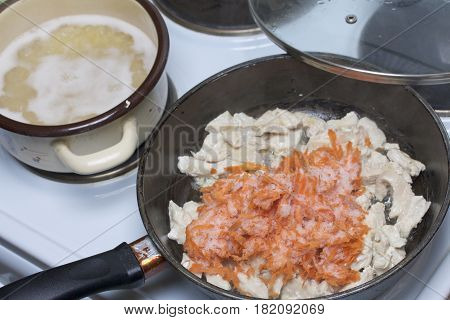 Preparation Of Tomato Soup. Fry Chicken And Carrots. Next In A Saucepan Are Cooked Pasta.