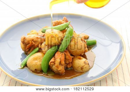 Potatoes Sauteed With Chicken And Green Beans On Platter