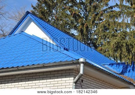 Bad metal roof construction. Bad House Roofing