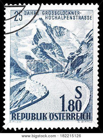 AUSTRIA - CIRCA 1960 : Cancelled postage stamp printed by Austria, that shows Road through mountain.