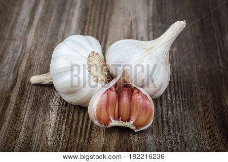 Fresh the garlic on a wooden background.