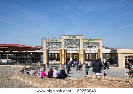 SAMARKAND UZBEKISTAN - OCTOBER 15 2016: Central gate to the Siab market