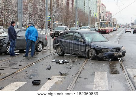 St. Petersburg Russia 14 April 2017 Accident two cars intersection winter slippery road