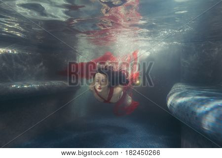 Woman's dress develops she swims under the water.