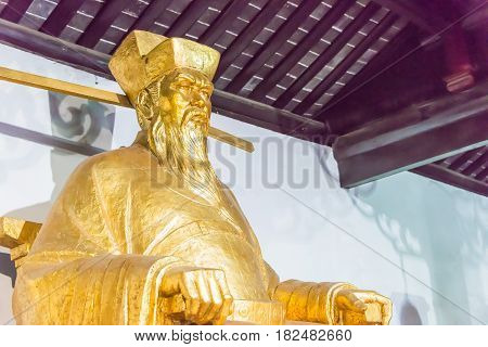 Anhui, China - Nov 25 2015: Bao Zheng Statue At Baogong Temple. A Famous Historic Site In Hefei, Anh