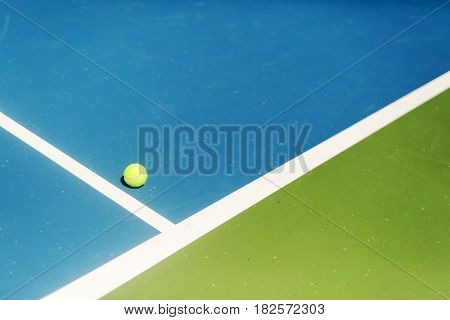 Tennis court ball in / out ace / winner during serve point