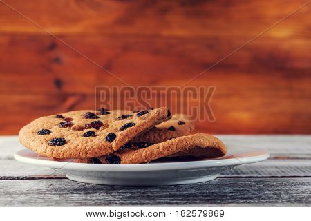 brown cookie in a plate on a wooden table