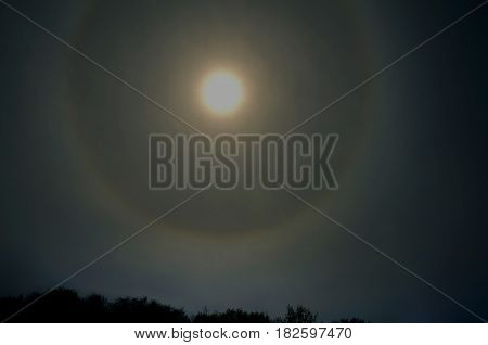 In the spring an unusual phenomenon in the sky a large circle around the sun