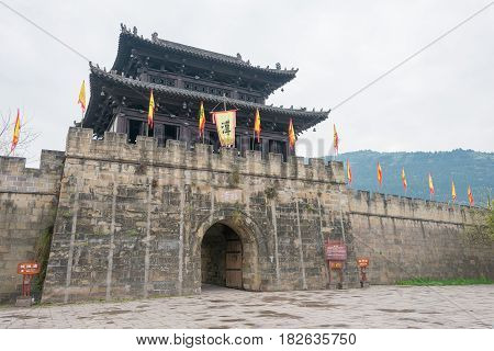 Sichuan, China - Mar 29 2015: Linqing Gate At Zhaohua Ancient Town. A Famous Historic Site In Guangy