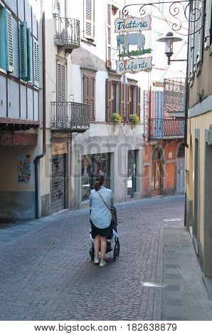 16 april 2017-lovere-italy- historic streets in the center of lovere