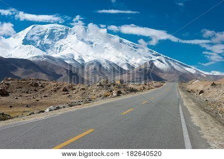 Xinjiang, China - May 21 2015: Karakoram Highway. A Famous Landscape On The Karakoram Highway In Pam