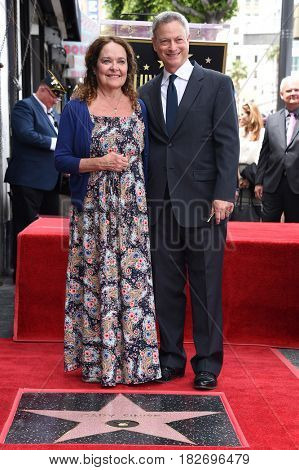 LOS ANGELES - APR 17:  Gary Sinise and Moira Harris Walk of Fame Honors Gary Sinise on April 17, 2017 in Hollywood, CA