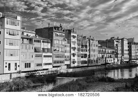 Girona (Gerona Catalunya Spain): ol houses along the Onyant river. Black and white