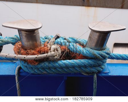 Mooring boat. Knotted ropes to the cleats.