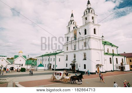 Minsk, Belarus - September 3, 2016: Holiday Carriage Drawn By Two Horses, Controlled By A Coachman Near Cathedral Of The Holy Spirit During Celebration Of Day Of Minsk City In A Historic Area Nemiga.
