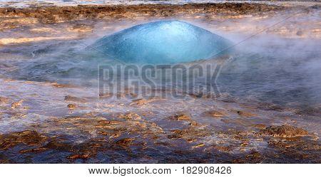 Geysir eruption, Strokkur vapor eplosion on volcanis Iceland