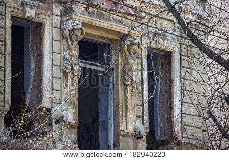 the ruins of a 19th-century residential building with figures of atlantes