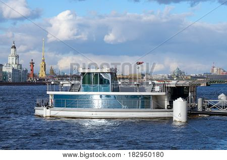 08.04.2017.Russia.Saint-Petersburg.From the promenade des Anglais between the Senate square and the Palace of marriages was built a floating helipad