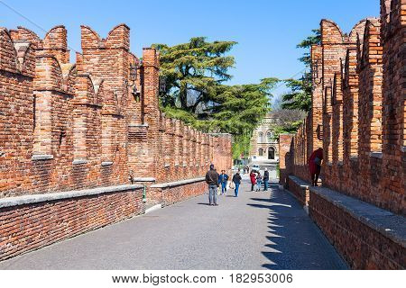 Tourists On Castelvecchio Bridge In Verona
