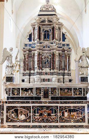 Altar In Major Chapel Of Chiesa Di Santa Corona