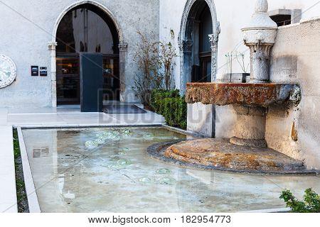 Fountain Near Entrance To Museum Of Castelvecchio