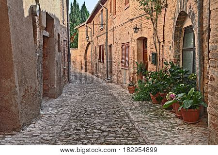 Montefalco, Perugia, Umbria, Italy: ancient narrow alley in the old town