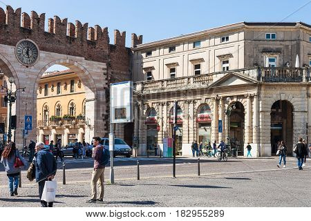 People And Medieval Bra Gates In Verona