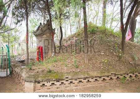 Henan, China - Oct 29 2015: Tomb Of Hua Tuo(140-208). A Famous Historic Site In Xuchang, Henan, Chin