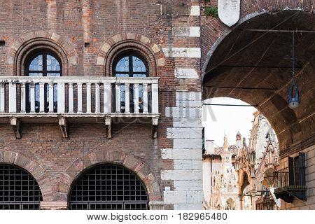 Arch In Palazzo Del Podesta On Piazza Dei Signori