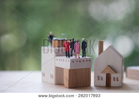 Miniature People Contact And Agreement Banking To Contact For Approve Home Loans. Concept Of The Fin