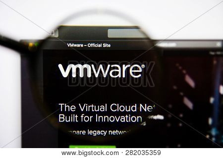 Los Angeles, California, Usa - 25 January 2019: Vmware Website Homepage. Vmware Logo Visible On Disp