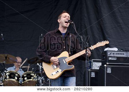 CLARK, NJ - 17 Eylül: Şarkıcı Glen Phillips grubu Toad ıslak Sprocket Uni gerçekleştirir