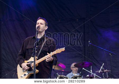 CLARK, NJ - 17 Eylül: Şarkıcı Glen Phillips ve davulcu Randy Guss grup Toad ıslak Sproc