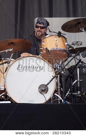 CLARK, NJ - Eylül 17: Union County Musi Paul Rodgers Band ile davulcu Rick Fedyk yapar