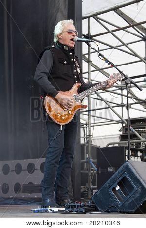 CLARK, NJ - Eylül 17: Gitar çalar Howard Leese Birliği Cou Paul Rodgers Band ile yerine getirir
