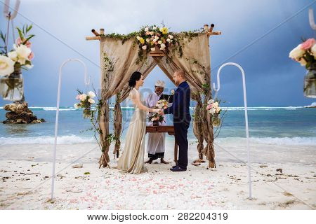 Beautiful Couple Near The Ocean, Honeymoon Romantic Couple