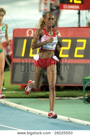 BARCELONA, SPAIN - JULY 28: Meryem Erdogan of Turkey competes on the Women 10000m final during the 20th European Athletics Championships at the Olympic Stadium on July 28, 2010 in Barcelona, Spain