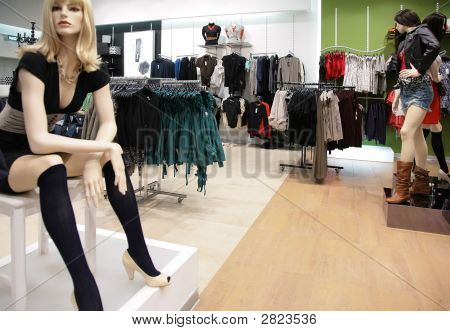 Women`S Mannequin In Store