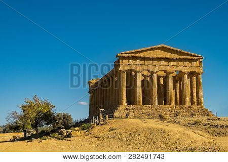Valley Of The Temples, Valle Dei Templi, - The Temple Of Concordia, An Ancient Greek Temple, Sicily