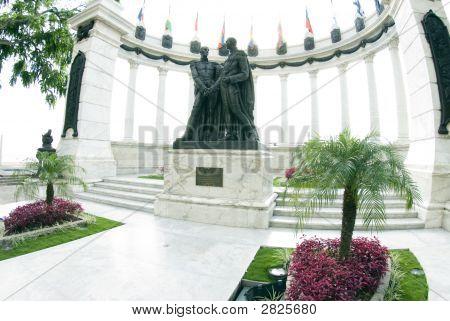 La Rotunda Malecon 2000