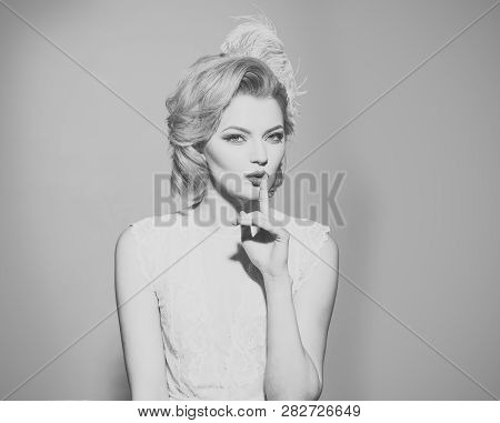 Makeup And Cosmetics, Skincare, Pinup Woman. Sensual Blond Girl With Elegant Makeup, Pinup. Retro Wo
