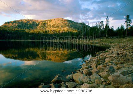 Cliff Lake bei Sonnenuntergang