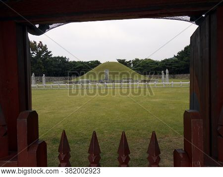 Gimhae, Busan, South Korea, September 23, 2017: View From The Gate Of The Tomb Of King Suro, Legenda