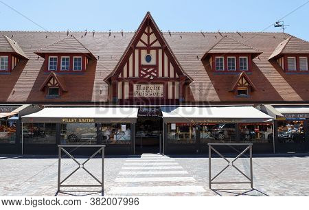 Trouville, Normandy, France - August 06 , 2020 : Fish Market In Trouville. This Village Of Fishermen