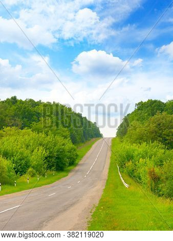 Direct road to rise in the countryside and blue sky