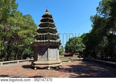 Hue, Vietnam, July 15, 2020: Small Pagoda On A Terrace In The Gardens Of Chùa Thiên Mụ Pagoda, Hue,