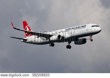 Istanbul / Turkey - March 30, 2019: Turkish Airlines Airbus A321 Tc-jss Passenger Plane Arrival And
